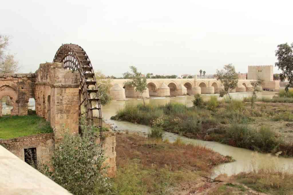 Puente Romano de Córdoba. Ao fundo a Torre de la Calahorra. Foto: Arquivo Pessoal / Divulgação.