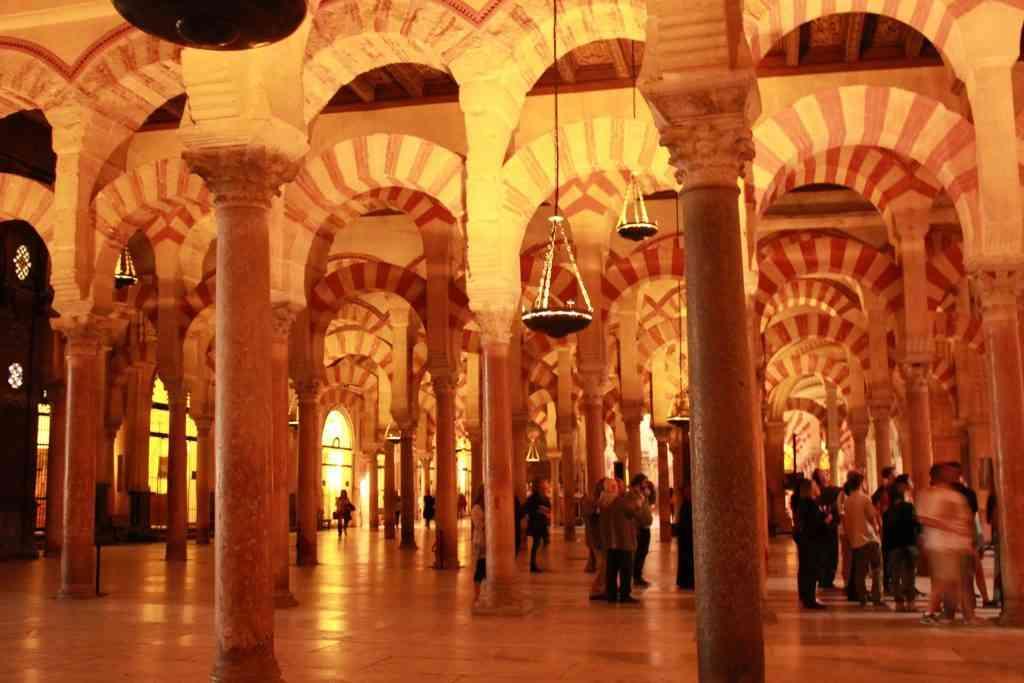 Detalhes da arquitetura árabe na Mesquita. Foto: Arquivo Pessoal / Divulgação.