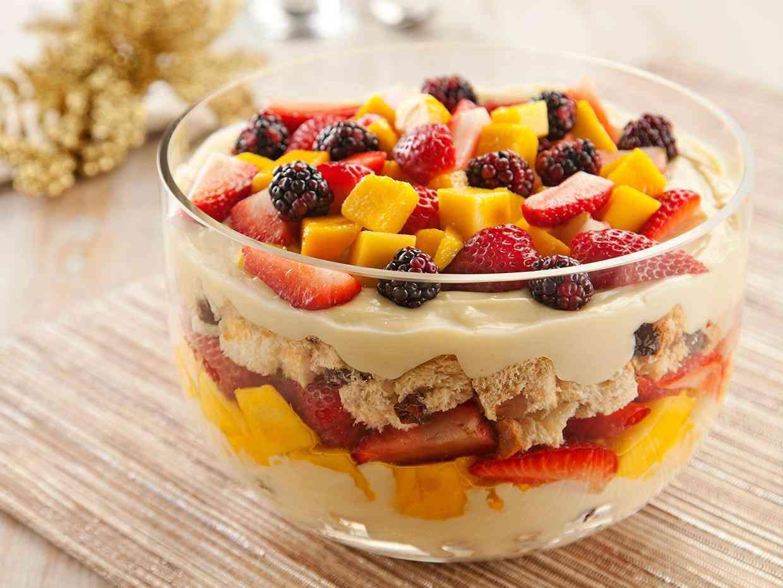 pave-de-leite-condensado-e-frutas