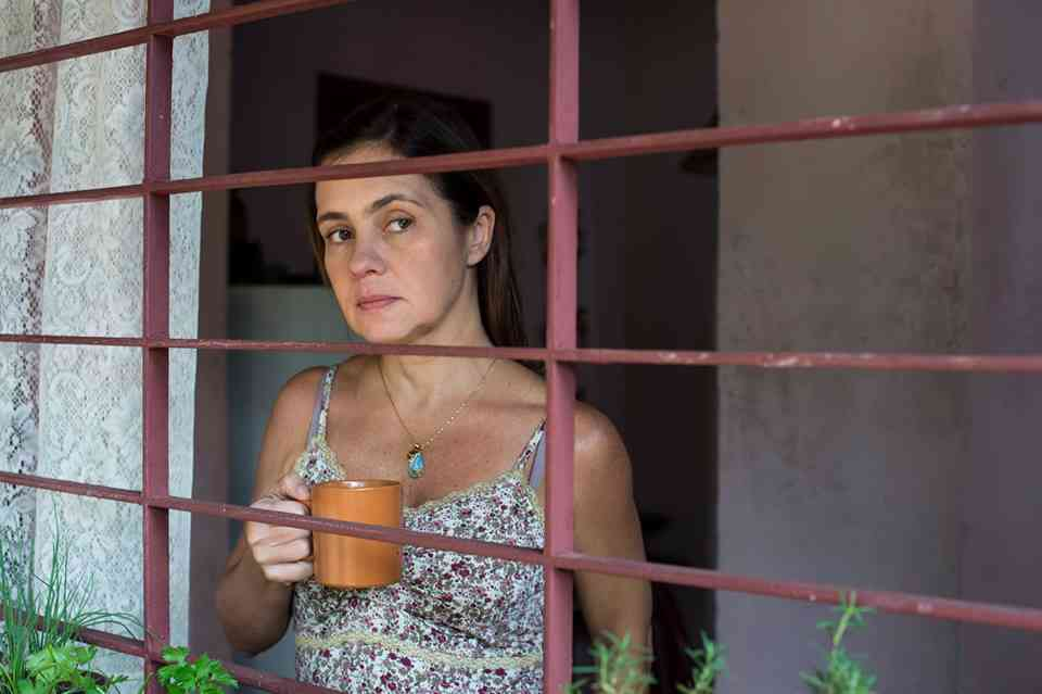 Fátima (Adriana Esteves) em Justiça, minissérie da Globo (Foto: Divulgação/GShow)