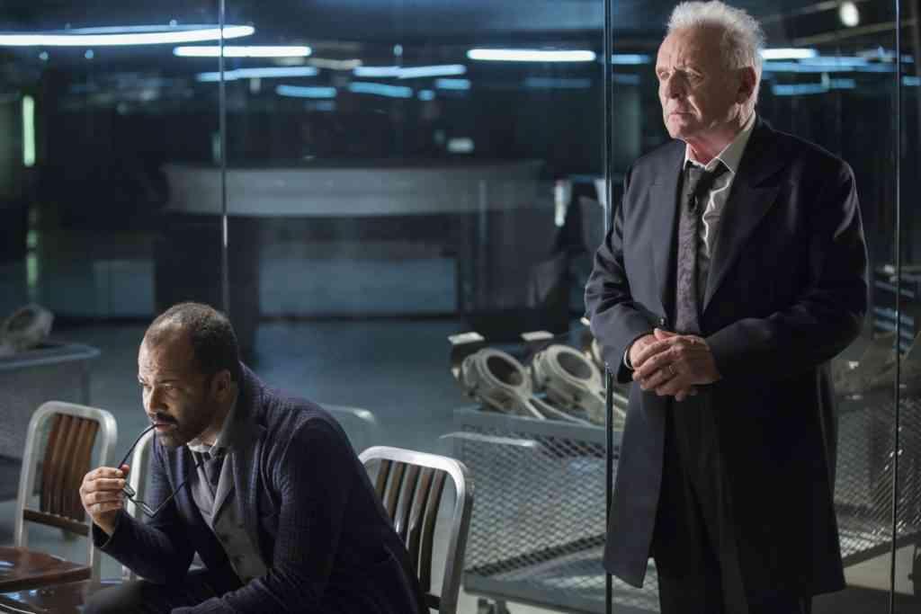 O cientista Bernard Lowe (Jeffrey Wright) ao lado do chefe e mentor Robert Ford (Anthony Hopkins (crédito: Imdb)
