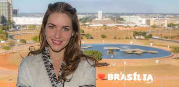 brasilia-e-o-pano-de-fundo-para-a-historia-de-a-secretaria-do-presidente-protagonizada-por-monique-alfradique-1479173149329_615x300