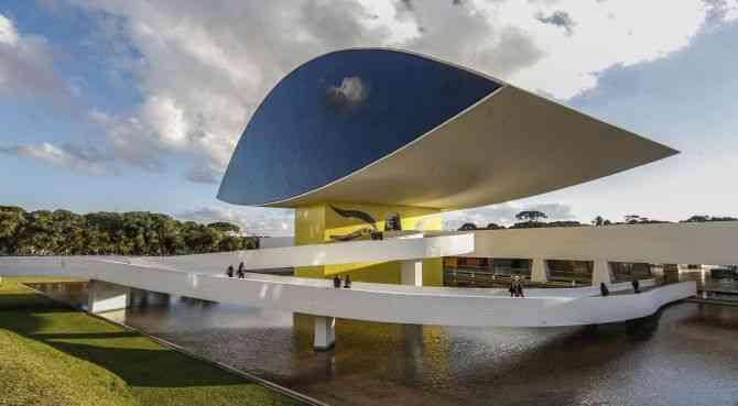 MUSEU - CURITIBA, 30/05/2014 - PARANA - ARQUIVO - MON - Museu Oscar Niemeyer possui 144 mil m2, sendo 33.000 de área construída. Estas dimensoes fazem da obra o maior museu da America Latina - Foto: Daniel Castellano / AGP / Agencia de Noticias Gazeta do Povo
