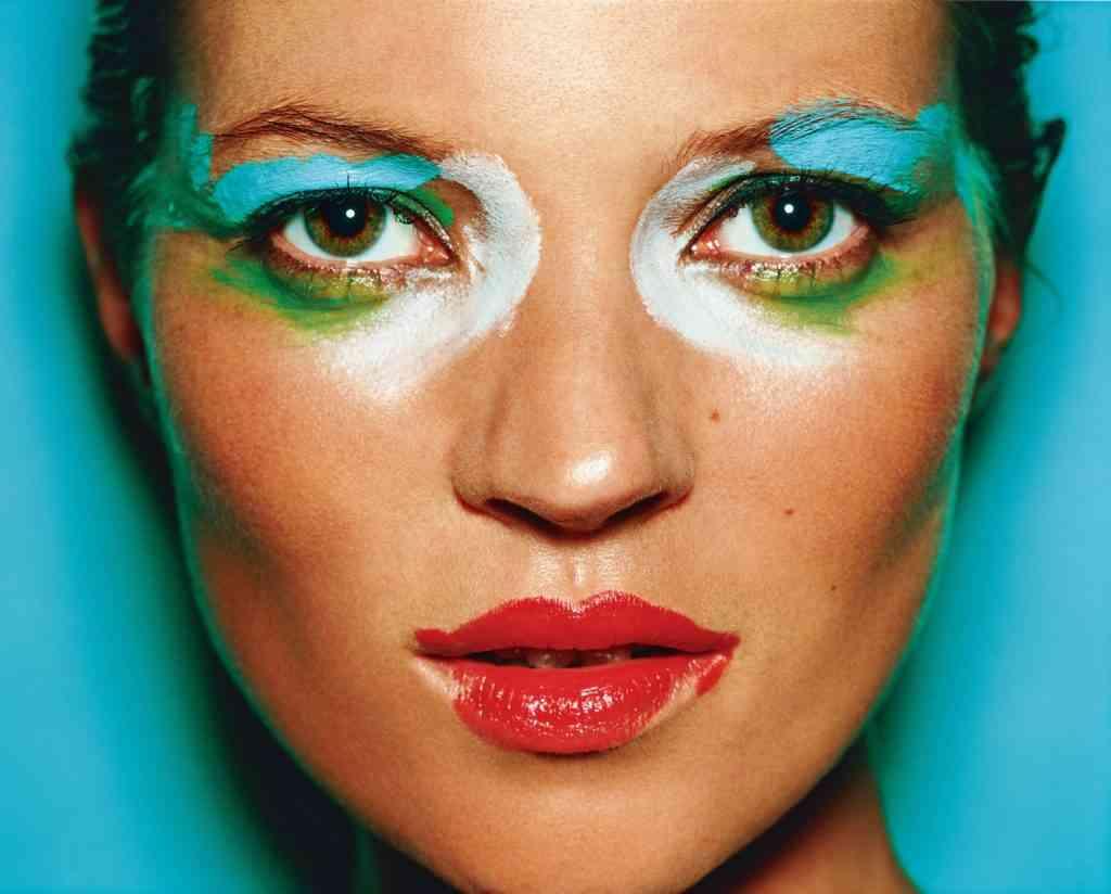A top model britânica Kate Moss, fotografada por Testino.